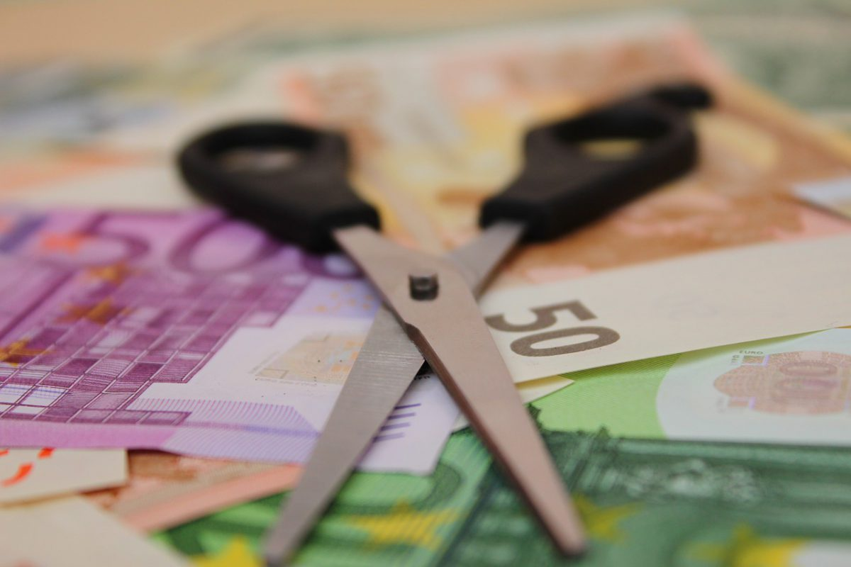 Διαγραφές χρεών, Απαλλαγές οφειλών